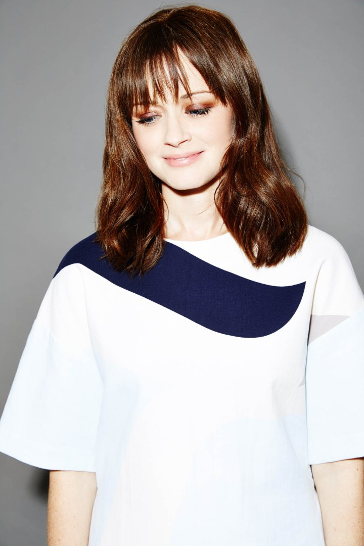 Nylon_AlexisBledel_Shot1_098-RT